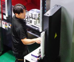製造部部長の岩本竜太さんの写真